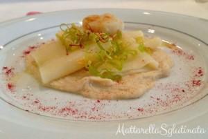 Paccheri al profumo di limone e olivello su crema di cannellini con capasanta e porro croccante di Mattarella Sglutinata