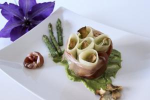 Paccheri con crema di asparagi, speck ricotta e chips di topinambour di Monica's kitchen