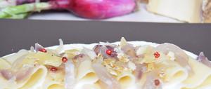 Paccheri con cipolle rosse di Tropea e Pecorino di Fossa di Beatitudini Culinarie